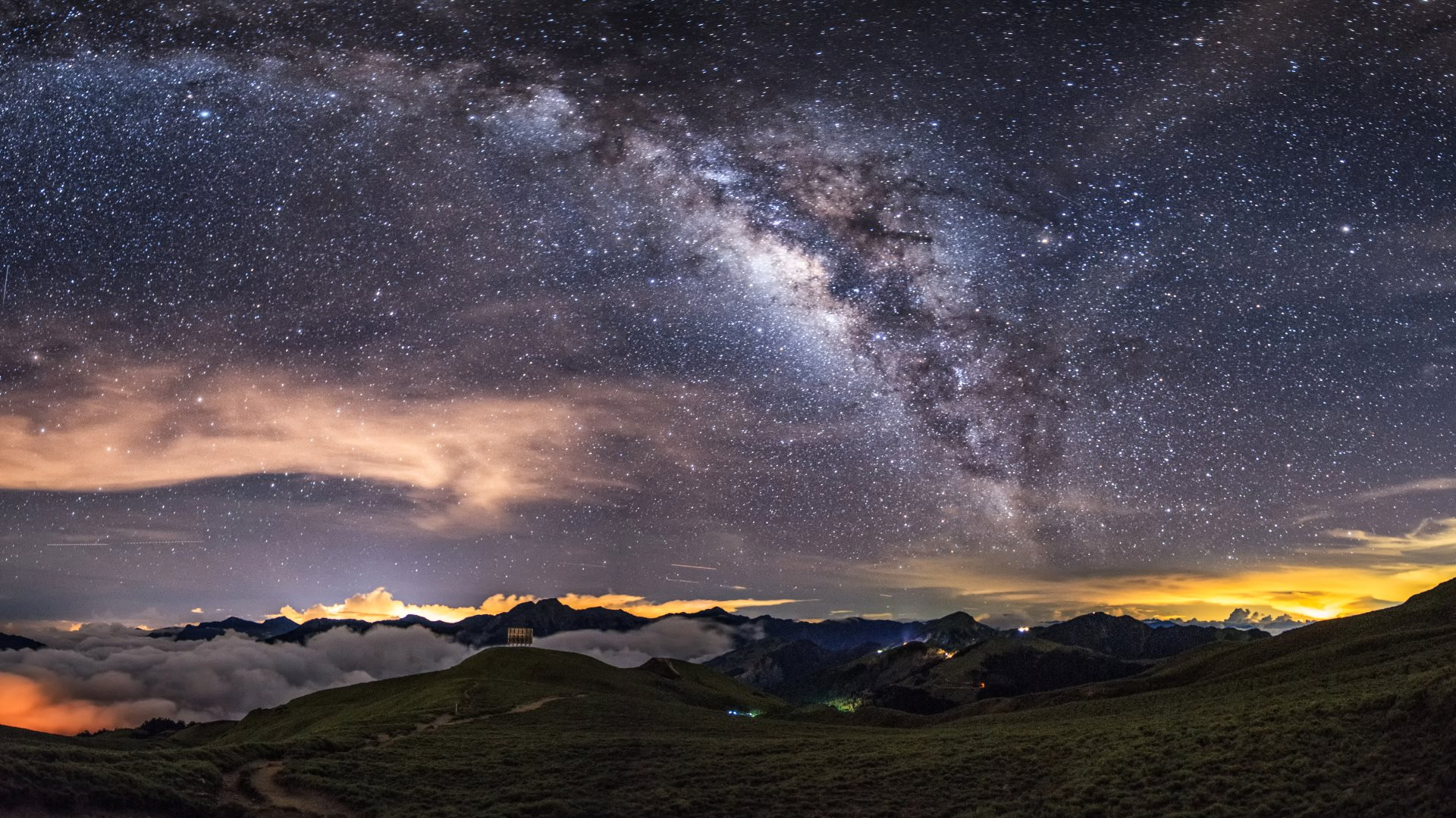 milky-way-on-the-night-sky_hd.jpg